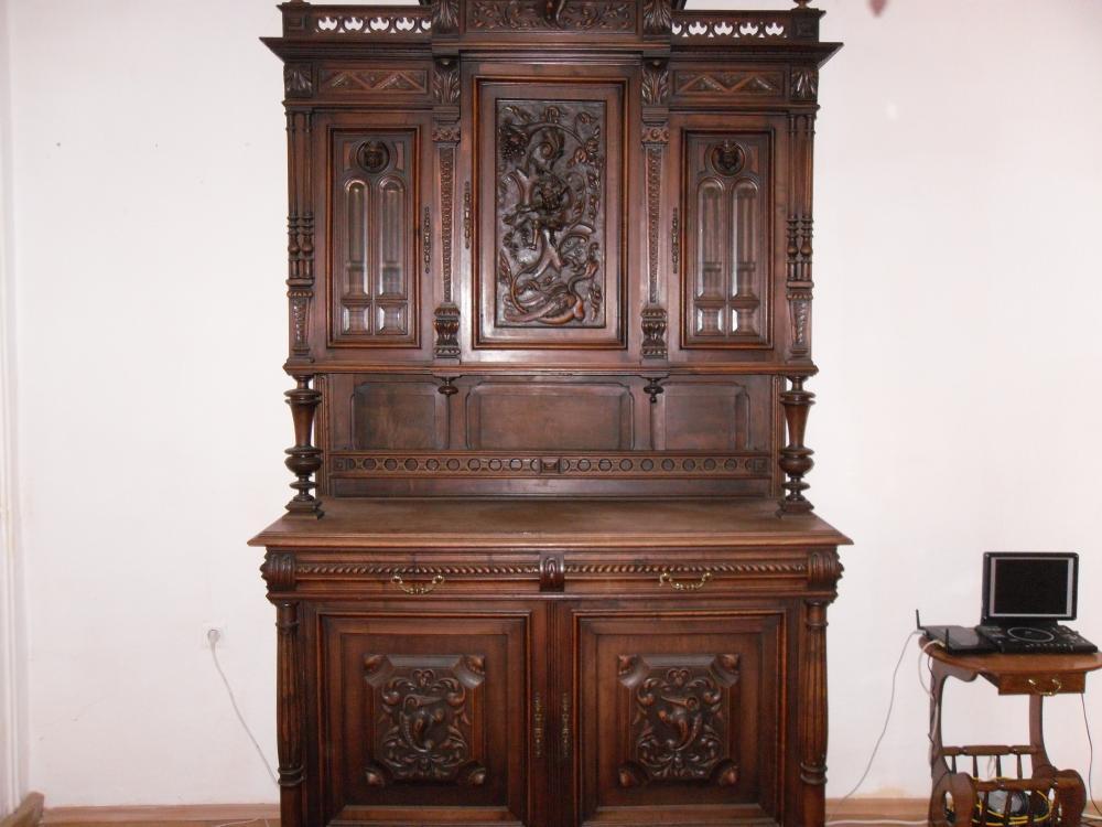 gr nderzeit buffet aus eiche um 1850 mit sehr sch ner holzschnitz 636246. Black Bedroom Furniture Sets. Home Design Ideas