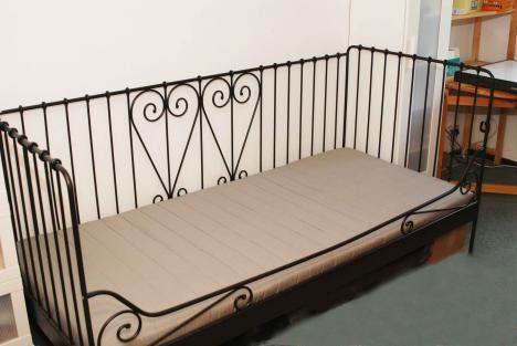 Gut erhaltenes IKEA-Bett