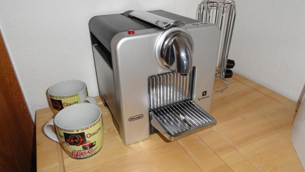 kaffeeautomat delonghi cube nespresso 817832. Black Bedroom Furniture Sets. Home Design Ideas