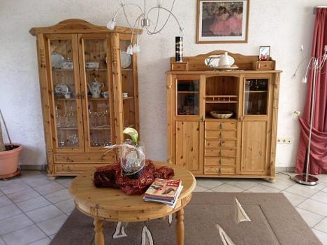 komplettes wohnzimmer kiefer massiv ge lt ohne couch. Black Bedroom Furniture Sets. Home Design Ideas