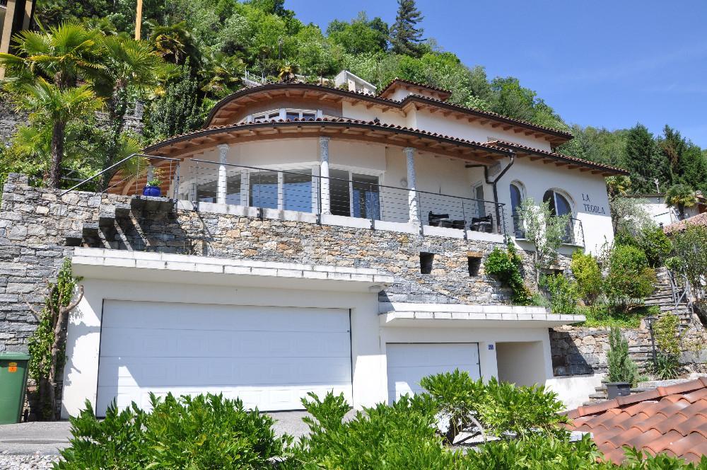 moderne ferienwohnung in locarno mit panorama seesicht. Black Bedroom Furniture Sets. Home Design Ideas
