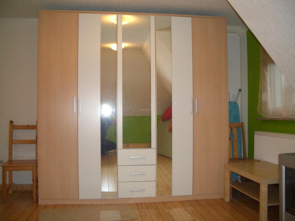 neuer und ungenutzter gro er schlafzimmerschrank 841977. Black Bedroom Furniture Sets. Home Design Ideas