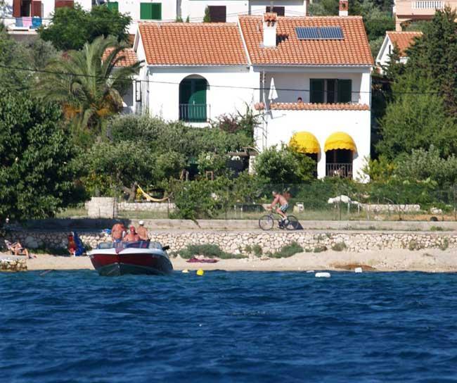 preiswerte ferienwohnungen und apartments am meer in kroatien 763971. Black Bedroom Furniture Sets. Home Design Ideas