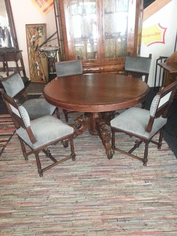 sch n geschnitzter tisch gr nderzeit rund mit 5 st hlen 851201. Black Bedroom Furniture Sets. Home Design Ideas