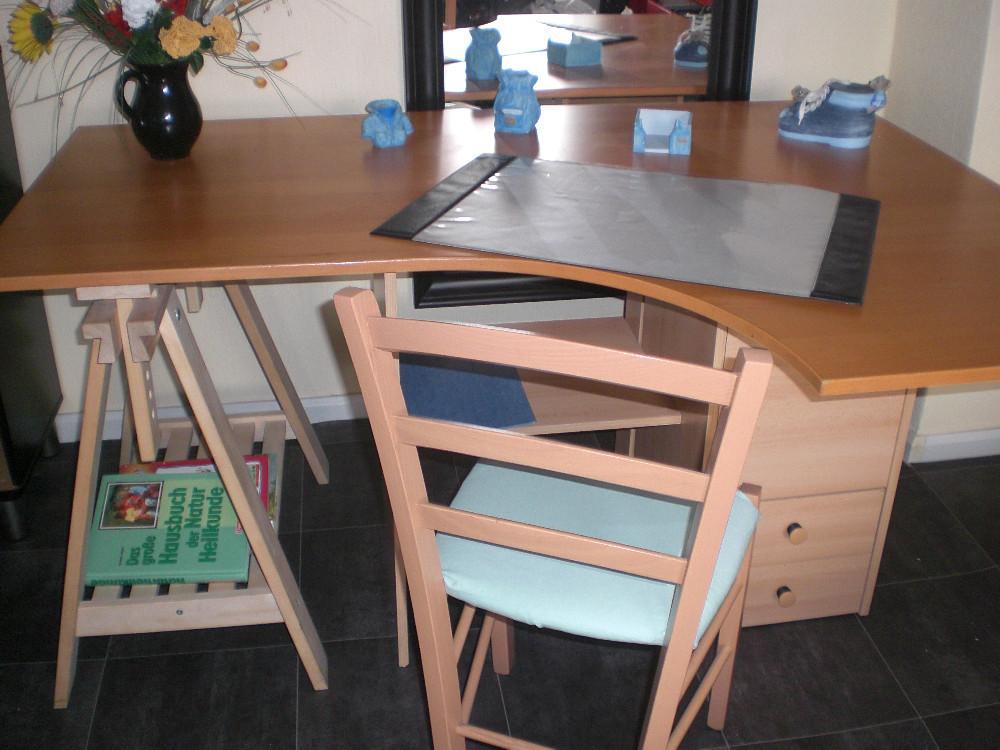 schreibtisch mit stuhl umbaubar in 2 varianten 852715. Black Bedroom Furniture Sets. Home Design Ideas