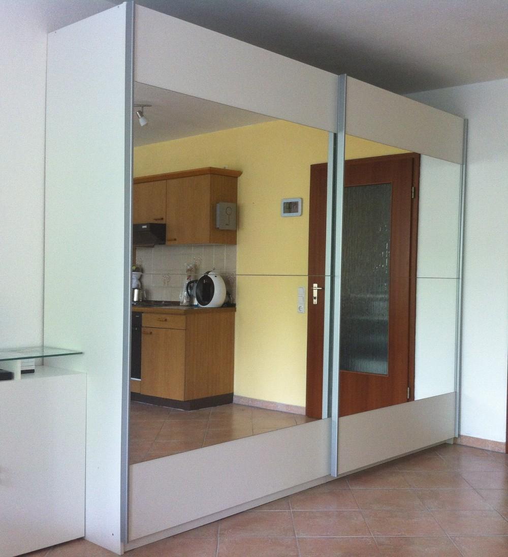 schwebet renschrank 2 70m wei mit spiegeln wie neu 843436. Black Bedroom Furniture Sets. Home Design Ideas