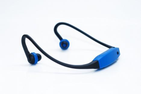 sport kopfh rer mit mp3 player kabellos ideal zum joggen. Black Bedroom Furniture Sets. Home Design Ideas
