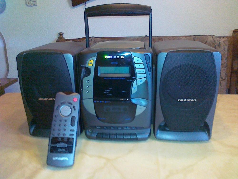 voll funktionsf hige stereoanlage mit abnehmbaren boxen grundig 880529. Black Bedroom Furniture Sets. Home Design Ideas
