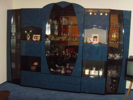 wohnwand tisch in blau schwarz hochglanz italienisches design 191041. Black Bedroom Furniture Sets. Home Design Ideas