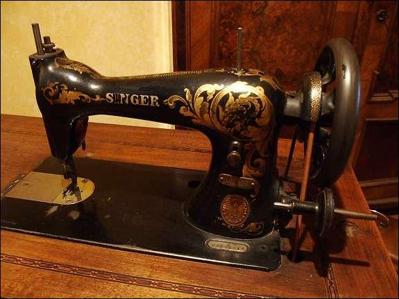 wundersch ne alte singer n hmaschine von 1913 g nstigst abzugeben 863869. Black Bedroom Furniture Sets. Home Design Ideas